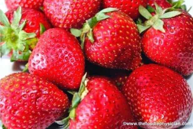 Strawberry Coconut Lassi | @foodiephysician