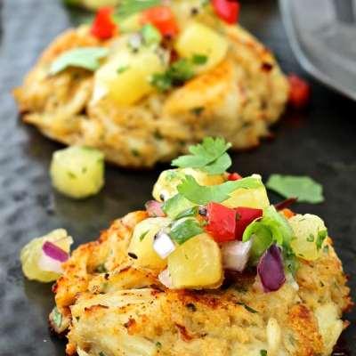 Chesapeake Bay Crab Cakes with Tropical Kiwi Salsa