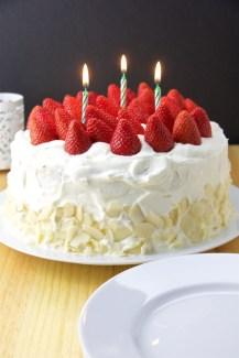 Vanilla Sponge Cake with strawberries