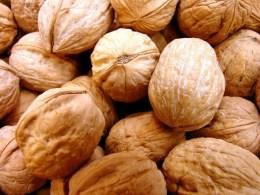 nuts-1329388-1279x958