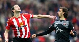 John O'Shea battles for the ball with Manolo Gabbiadini as Sunderland faced Southampton