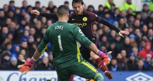 Everton goalkeeper Joel Robles keeps out Manchester City's David Silva