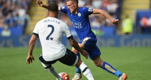 Jamie Vardy speeds past Kyle Walker