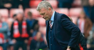 Sunderland's Scottish manager David Moyes reacts after Bournemouth score during the English Premier League football match between Sunderland and Bournemouth at the Stadium of Light in Sunderland