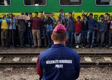 Refugees strike Hungary migration crisis