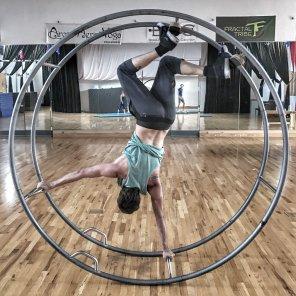 german wheel handstand