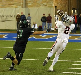 Union's Tre Brown makes a catch inbounds behind Norman North defender Isaac Stoops. Brown got a foot down but was still ruled out of bounds. Union won the 6A-1 state championship with a decisive 57-43 victory. (PHOTO: John E. Hoover/DanCamPhoto.com)