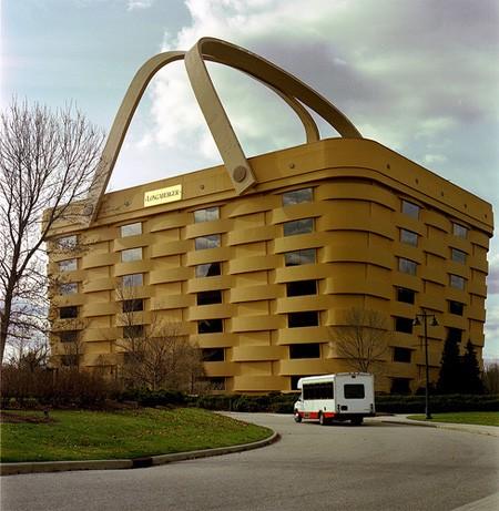 bizare basket building