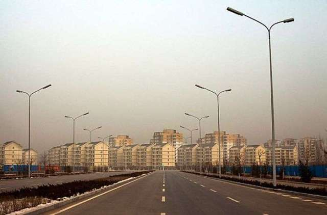4879: The empty streets and mostly empty apartment buildings of Kangbashi, photographed in the morning.