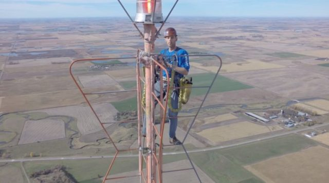 Man Changes Lightbulb on Seriously Tall Tower