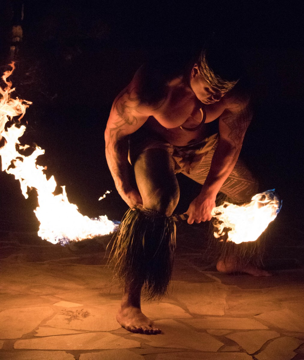 Royal Hawaiian Hotel Luau - Samoan Fire Knife Dancer