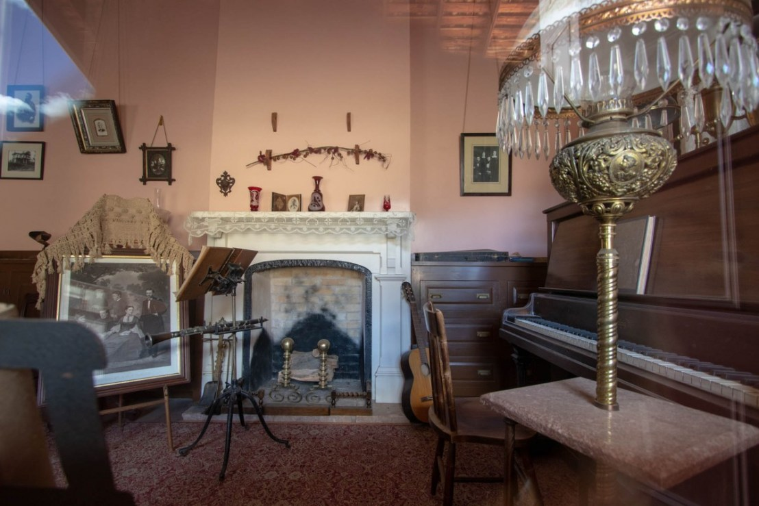 Commanding Officer Parlor for Entertaining Guests