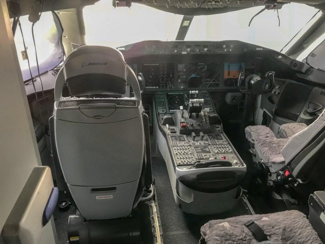Boeing 787 Cockpit