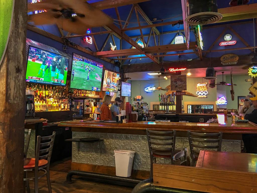 Tom & Jerry's Beach Club Bar & Grill