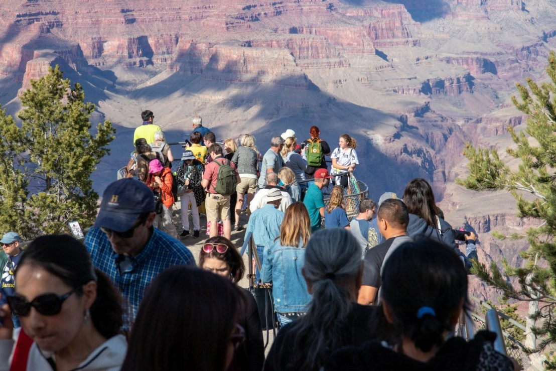 Mather Point Afternoon Crowds