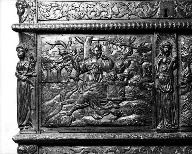 Detail of the left side panel of the facade of the Cloître de la Psalette (Tours, 16th century)