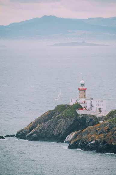 dublin_howth_cliff_walk_lighthouse-bailey