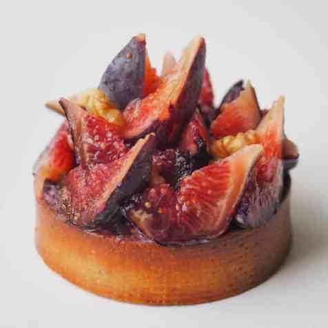 Tartelette figue et noix vue de dessus