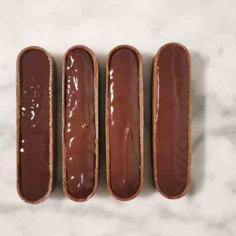 montage de la tartelette choco-noisette : la ganache