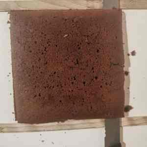 Biscuit chocolat coupé sur 5mm d'épaisseur