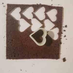 Biscuit au chocolat détaillé en forme de coeur
