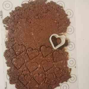 Croustillant chocolat au lait détaillé en forme de coeur