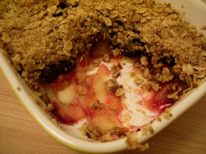 Blackberry and apple crumble_1
