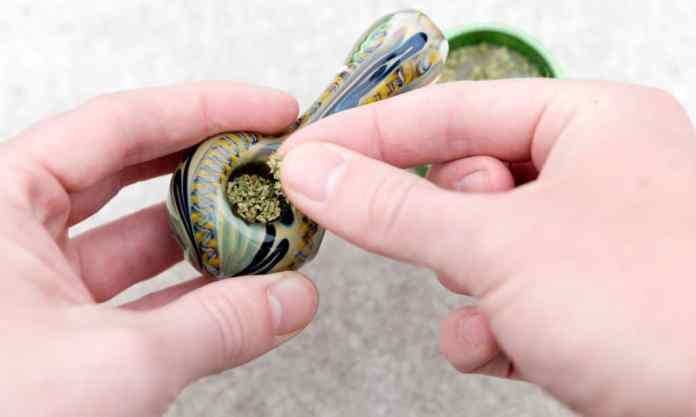 a simple guide to packing and smoking a bowl of marijuana