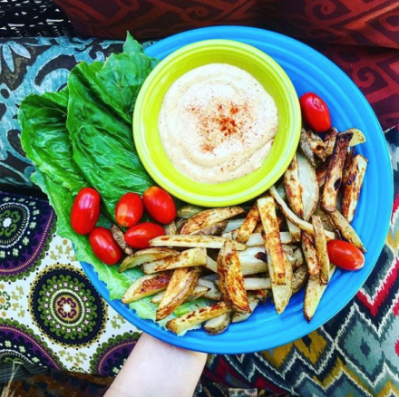 Baked Fries + Cashew Cheese Dipping Sauce