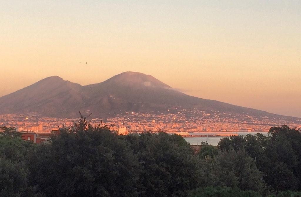 tramonto -sul -Vesuvio- Napoli -napolitudine