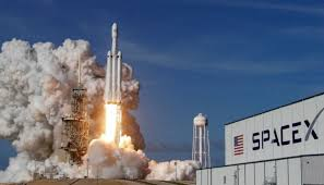 SpaceX reschedule plans to send tourists around Moon