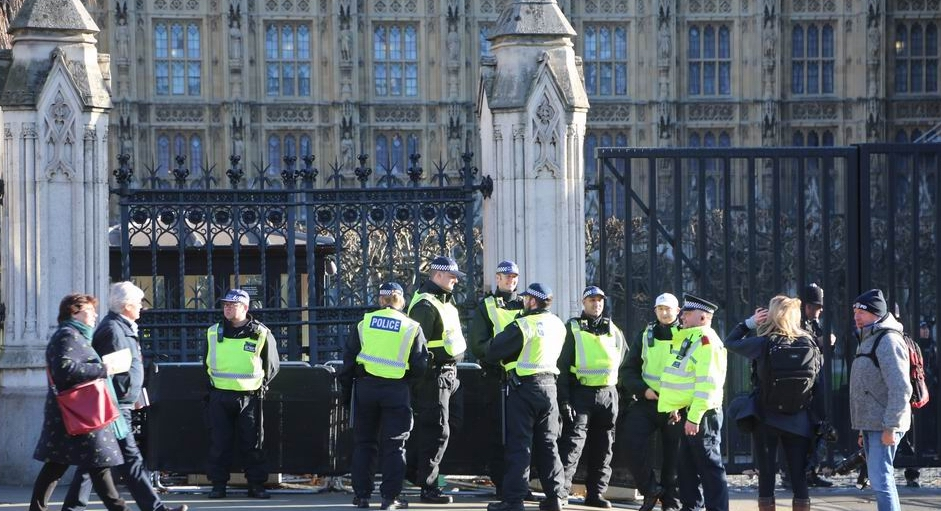 LONDON, UNITED KINGDOM - JANUARY 08: British police increase presence outside the Houses of Parliament in Westminster after more than 50 MP's wrote a complaint letter to Scotland Yard in London, United Kingdom on January 08, 2019. As parliament prepares to vote on governments Brexit deal on 15th January, pro and anti Brexit campaigners continue to demonstrate around UK Parliamentary Eastate.    ( Tayfun Salcı - Anadolu Agency )