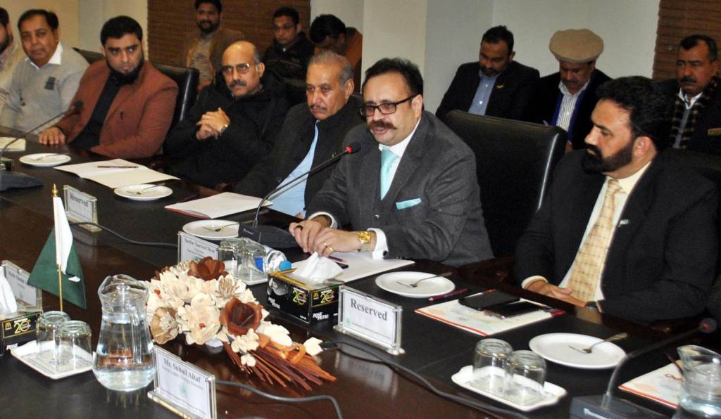 Pic07-014 RAWALPINDI: Feb07 – Chairman Punjab Board of Investment Sardar Tanveer Ilyas addressing to a meeting at Chamber of Commerce. ONLINE PHOTO by Raja Asim