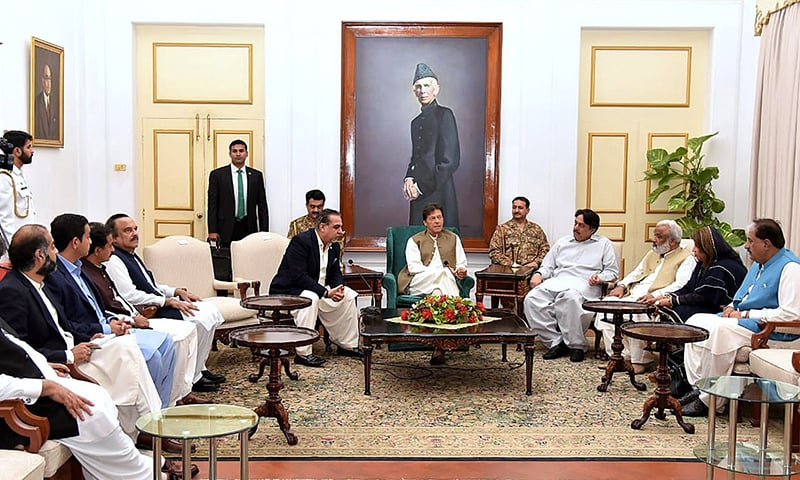 APP78-24 KARACHI: May 24 - Prime Minister Imran Khan in a meeting with PTI allies parliamentarians in Sindh. APP