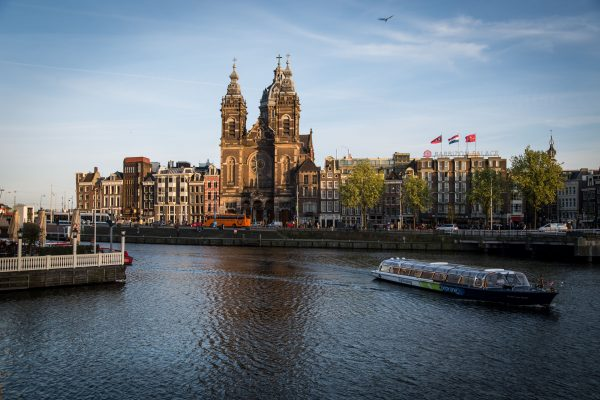 Netherlands tries to control tourism boom