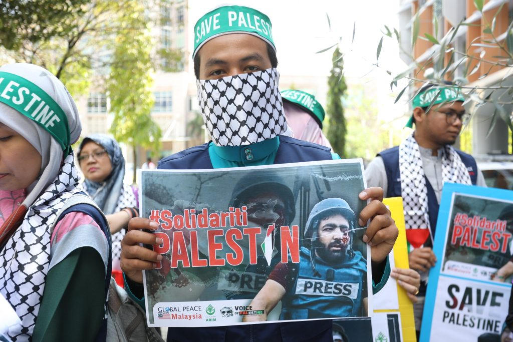 PUTRAJAYA, MALAYSIA - NOVEMBER 29: A group of Malaysian participate in peaceful rally to submit a memorandum of support for the Malaysian community to the UN in conjunction with International Solidarity Day with Palestinians in Putrajaya, Malaysia on November 29, 2019. ( Farid Bin Tajuddin - Anadolu Agency )