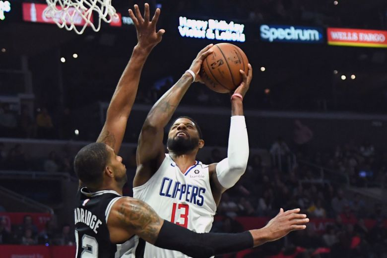 Clippers rally to beat Spurs