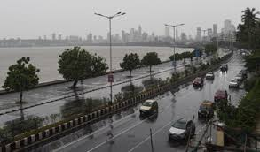 Virus-hit Mumbai survives cyclone scare