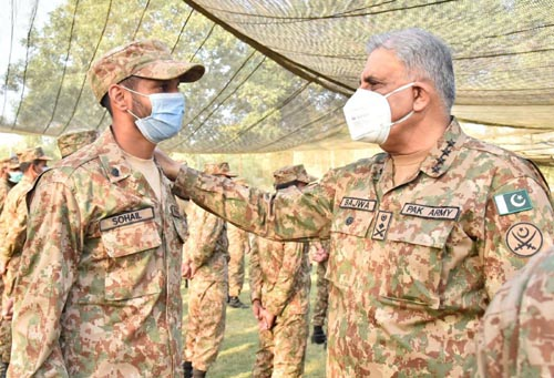 RAWALPINDI: Chief of Army Staff (COAS), General Qamar Javed Bajwa visited  forward areas at Chamb Sector along LOC . INP