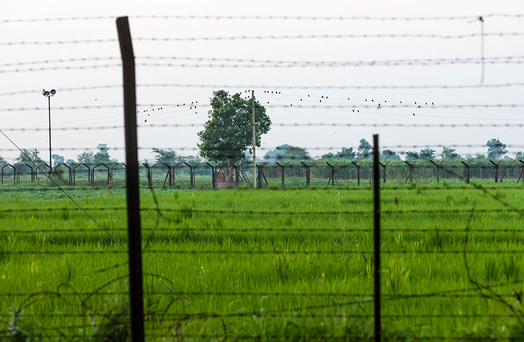 border-fence-india-and-pakistan-gettyimages-1134331561