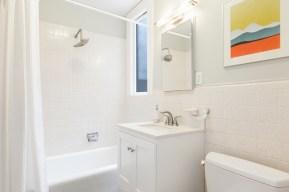652 44th Ave Bathroom