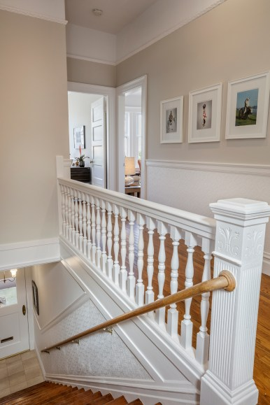 1651 Page Entryway/Staircase