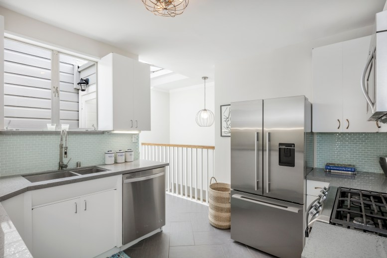 3541 Cabrillo Kitchen
