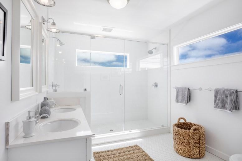 3541 Cabrillo Master Bathroom
