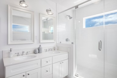 3541 Cabrillo Master Bathroom