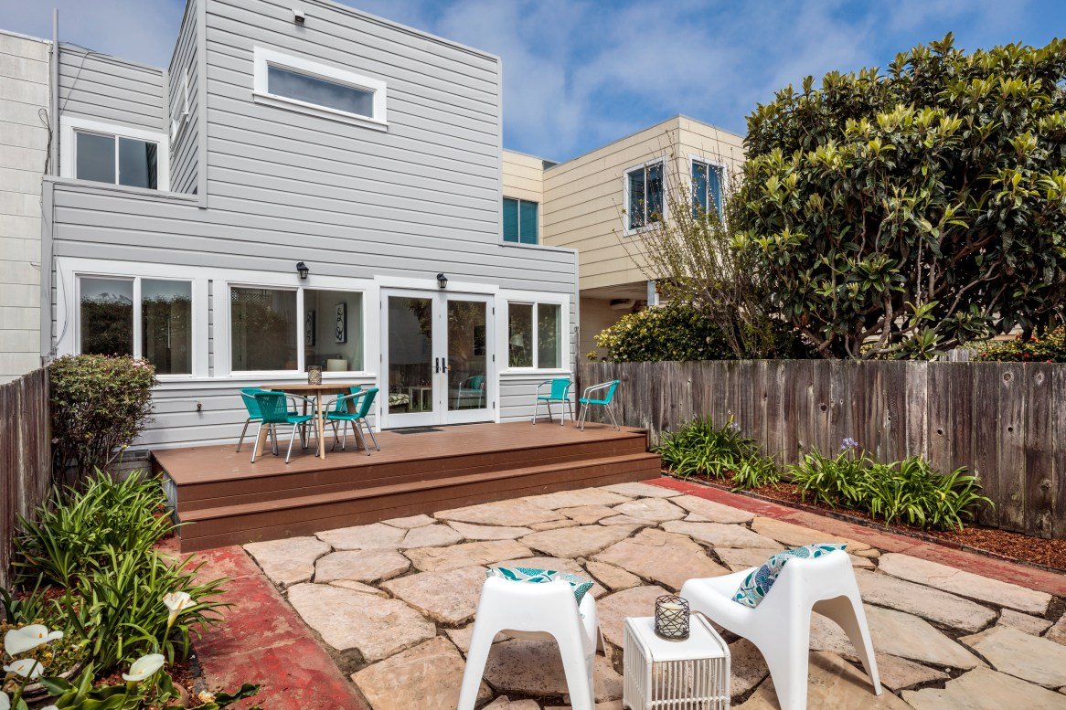 3541 Cabrillo South Facing Yard/Deck