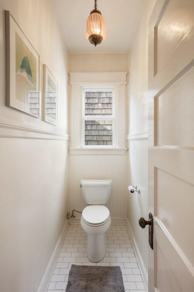 318 Connecticut WC