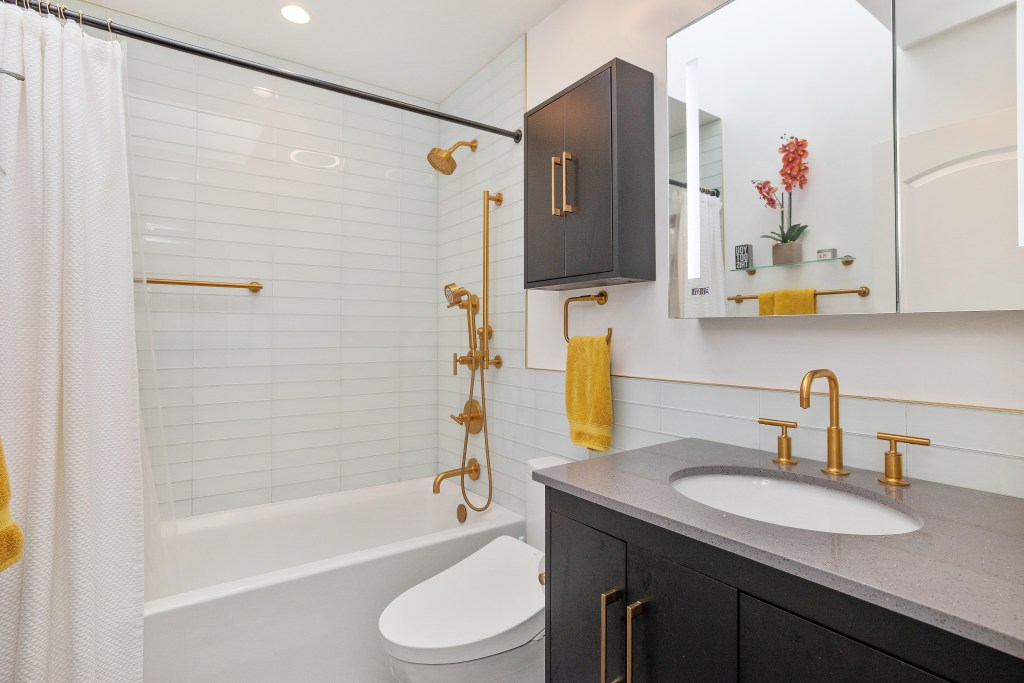 1662 47th Ave Remodeled bathroom