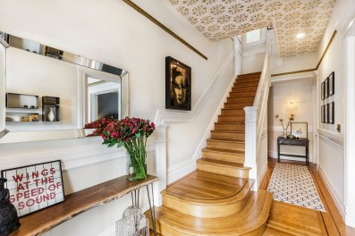 179 Carl Formal Entry & Grand Staircase
