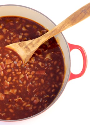 Easy Dutch Oven Baked Beans Recipe {One Pot Dish}